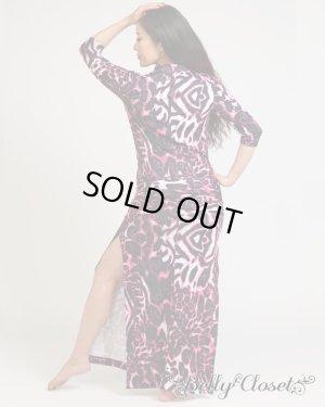 画像2: 【Polina】バラディドレスをPolinaがデザイン!鮮やかなピンクグラデーションとレオパード柄&デコルテカットデザインが特徴的